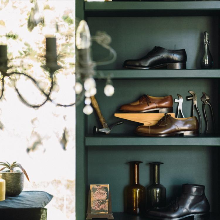 日曜日、カフェで、オーダーメイドの靴を作る。「Shy」