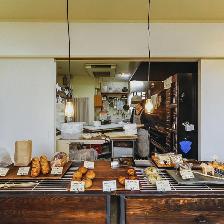 32歳、三浦半島で小麦を育て、製粉してパンを焼く。「充麦」(前編)