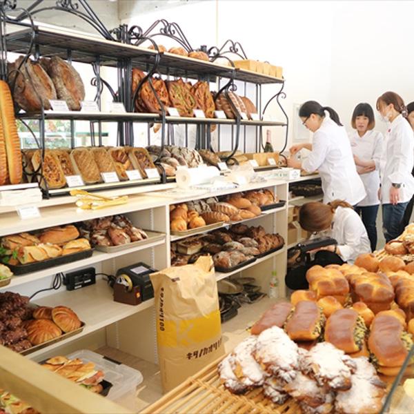 伊豆山中にあった伝説の店、シャルキュトリーも併設して横浜に移転/アダチ
