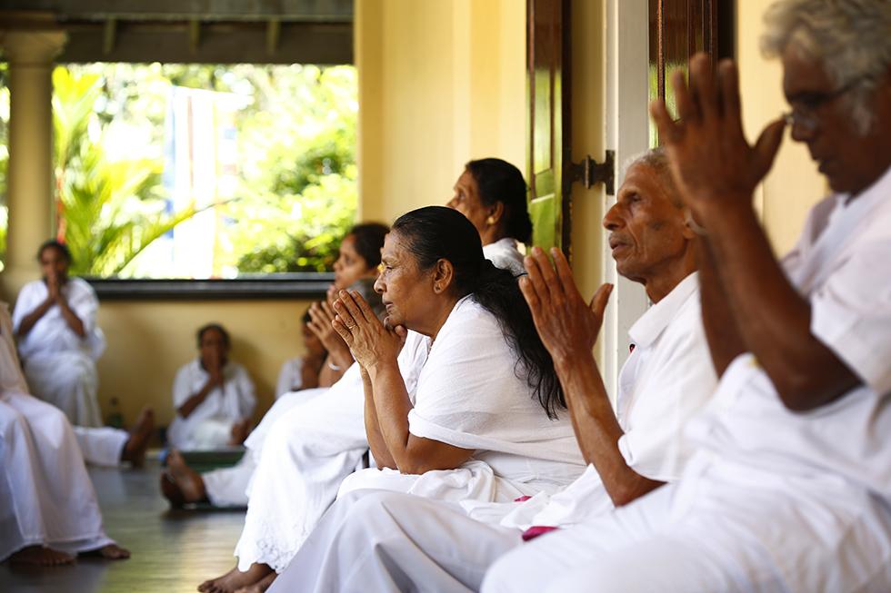 《スリランカ 光の島へ》<4>祈りの夜
