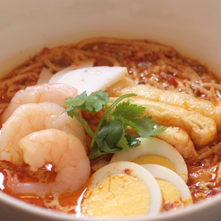 秋バテに真っ赤なスープが食欲をそそる ~新東記〈シントンキー〉(シンガポール料理)