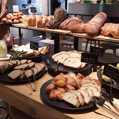 焼きたてパンを好きなだけ!極上ビュッフェのホテル「THE KNOT TOKYO」/MORETHAN BAKERY