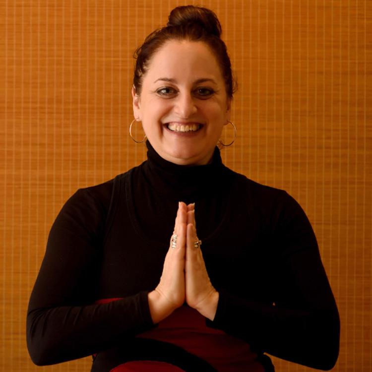 <1>サンアンドムーンヨガ、リザ・ロウィッツさん「40歳で女性になった」