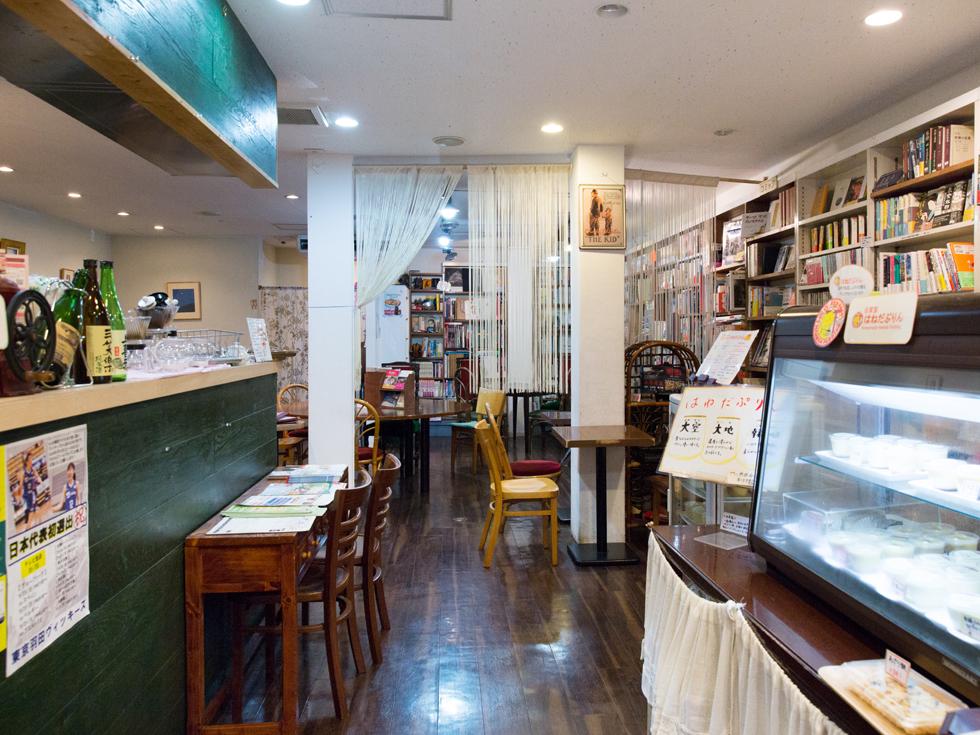 <101>家族で受け継ぐ、本と触れ合う場所「CAFE&BAR 羽月」
