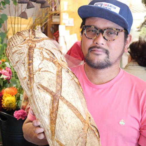 「はやりの小さなパンの真逆を(笑)」豪快に笑う店主のパン/ベーカリーミウラ