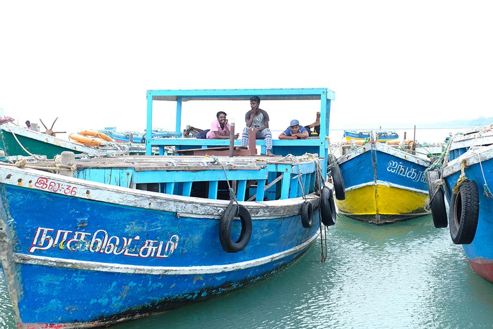 《スリランカ 光の島へ》<12>燃える夕日と色の街・ジャフナ