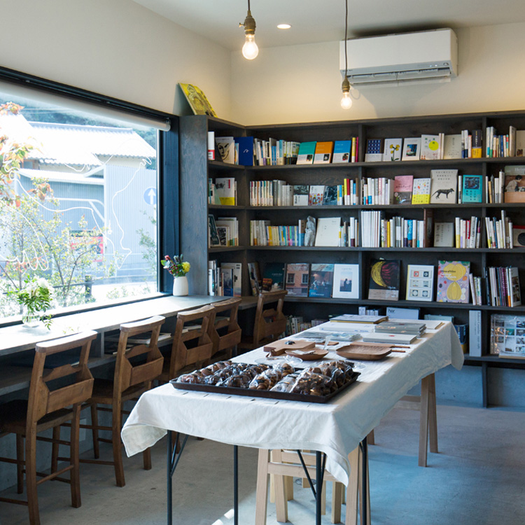 「ずっと持っていたい本」が並ぶ葉山の店「BOOKSHOP