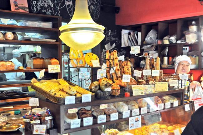 ここはパリ!? 店舗にパンに、あふれるフランス愛/ぱぴ・ぱん