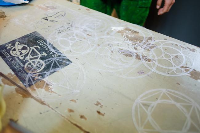 パンの模様付けに使う手製のステンシル