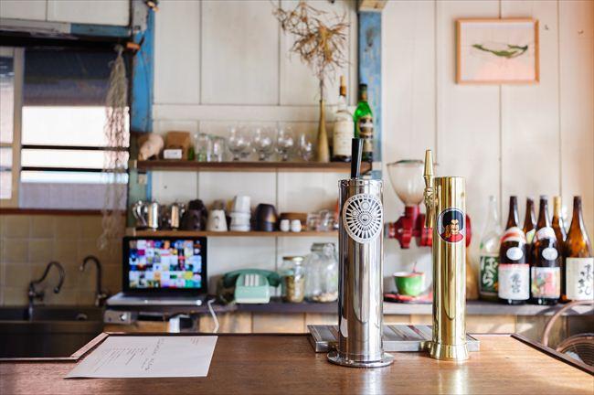 カウンターには、吉瀬明生さんが逗子で醸造している地場のクラフトビール、「ヨロッコビール」のサーバーが
