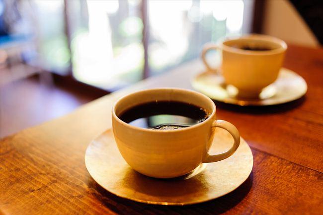 能登のギャラリーで見つけたコーヒーカップが、石川さんの淹れるコーヒーによく合う