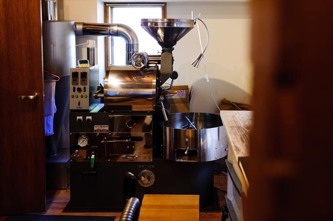 ピカピカに手入れされている焙煎機