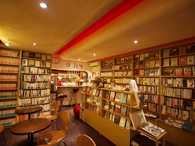 """<a href=""""/and_w/interest/gallery/bookcafe08/""""><strong>写真特集はこちら</strong></a>"""