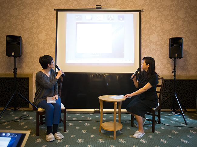 平松洋子さん(左)と大平一枝さん(撮影 石野明子)