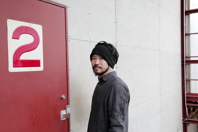 舞台衣装を多く手がけていて、最近では藤田貴大さんが主宰する演劇団体「マームとジプシー」の公演も担当