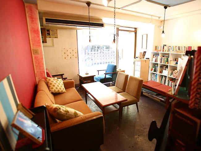 "<strong><a href=""http://www.asahi.com/and_w/interest/gallery/bookcafe22/"">写真特集はこちら</a></strong>"