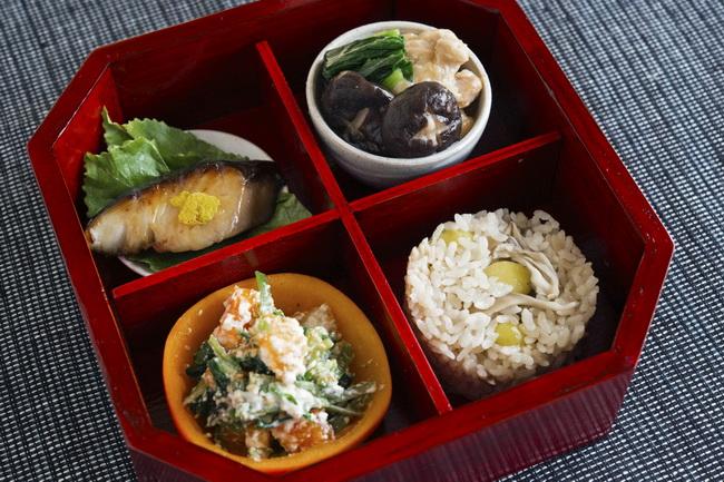 舞茸と銀杏の炊き込みごはん/魚の西京漬け焼き/治部煮/柿とセリの白和え