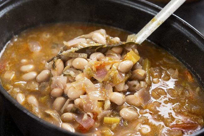 ミネストローネには大豆をたっぷり入れて。これなら白米抜きのお弁当でも満腹感が得られます。体もポカポカ温まりますよ。