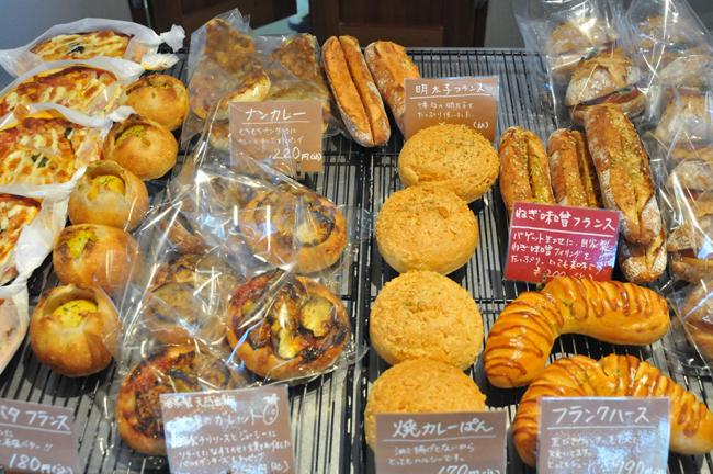 このパン:自家製フィリングの調理パンの数々