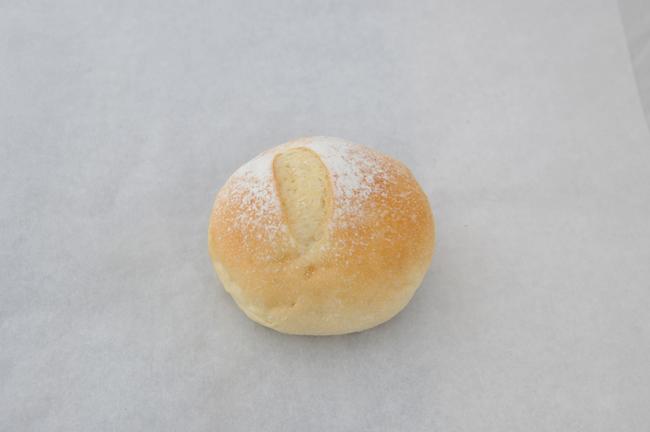 このパン:お米パン。国産米で仕込み、24時間の冷蔵発酵をとって、お米の甘さを引き出してます。