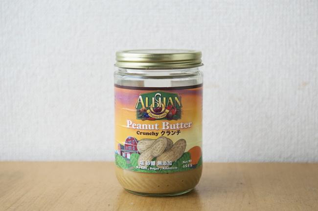 ピーナッツ味噌に使うのは無塩ピーナツバター。味噌とみりんを混ぜて和風味にすると野菜にもよく合います