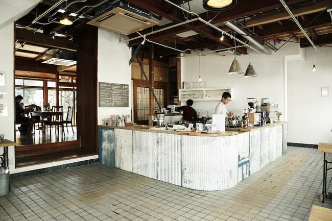 旧甲州街道沿いの空き家を「住まい+コーヒー専門店」に