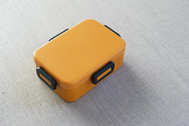 ミニバスケットを頑張っているということで、バスケットボールのような鮮やかなオレンジのお弁当箱を