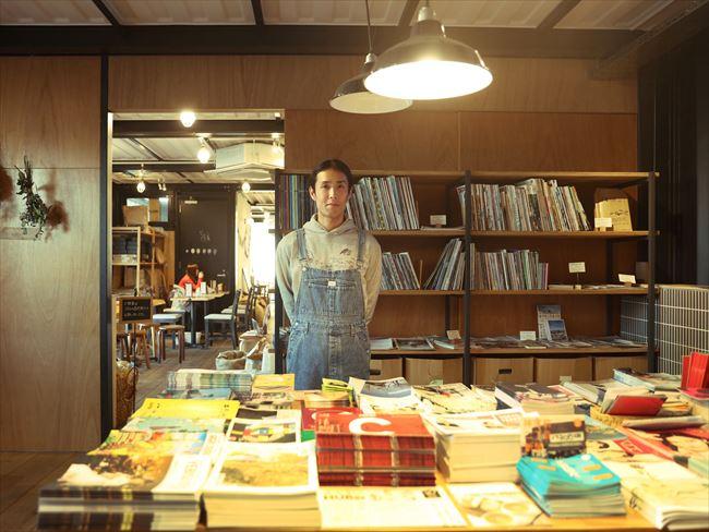 松江さんは大学卒業後、就職せず、アメリカに音楽留学。帰国後、スタイリスト業などをしながら、前職の同僚らと起業した。音楽はヘビーメタル、文学は安部公房が好きという