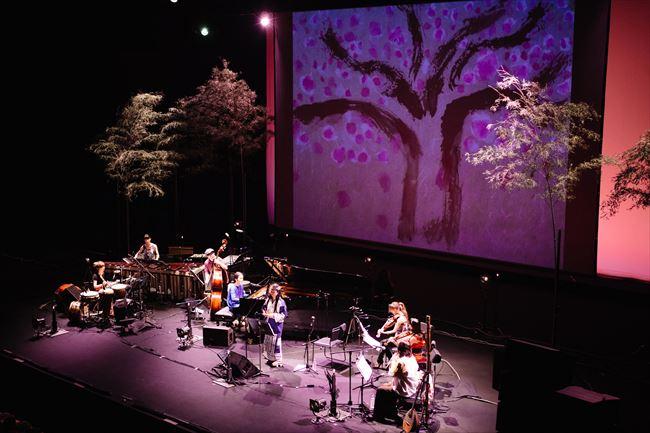 8人のミュージシャンが結集したコンサート「山咲み」(2015年、めぐろパーシモンホール)