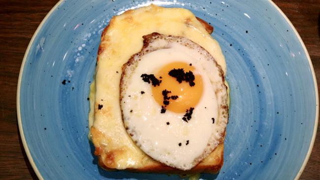 チーズとたまごのトースト トリュフ風味