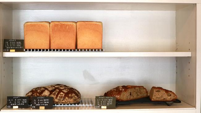 上段はパンドミ、下段左はペイザン、右はペイザンフロマージュ