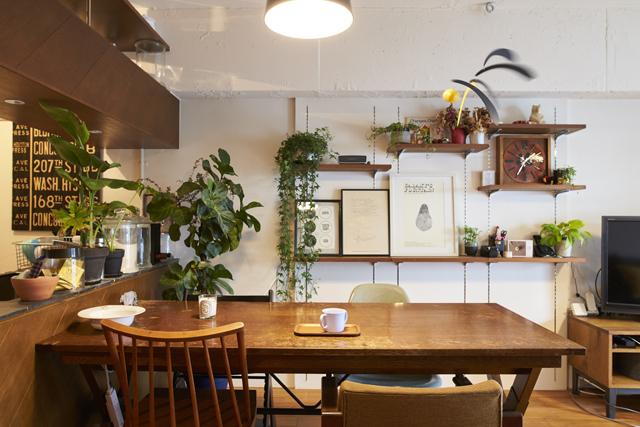 家具選びと配置がポイント。物が多くてもリラックスできる空間