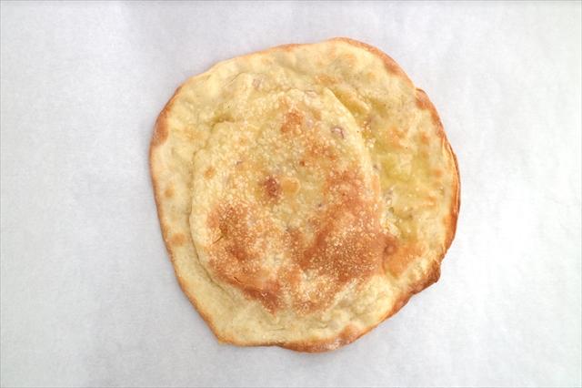 チーズと平田牧場三元豚サラミのパリモチ(ケサディージャ風)