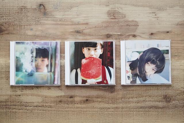 7~9月の3カ月連続でリリースされたシングル。(左から)「エンジェルベイビー」「骨」「恋は永遠」