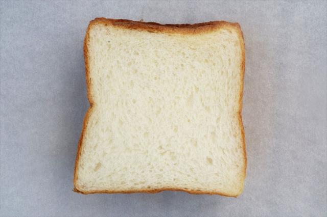 新麦「春よ恋」小麦のkomorebi食パン。無調整で脂肪分4.0を実現したプレミアムな牛乳、タカナシ「北海道4.0牛乳」を使用