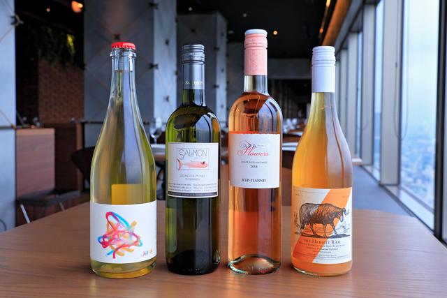 『ヤウマ無理しないで 2016年』(ボトル6800円、グラス1200円)は、ワインは楽しむのが一番という日本市場へのメッセージが込められた南オーストラリア州の自然派オレンジワイン。「ジューシーで旨味が乗った味わい」(中根氏)
