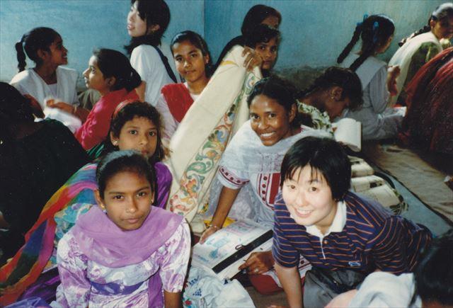 大学のゼミの校外実習で、スラムの子どもたちにインタビュー(1997年2月)