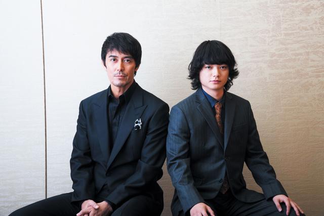 空海役の染谷将太(右)と、阿倍伸麻呂役の阿部 寛