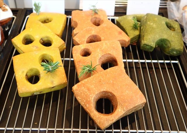 フォカナッツ3種。左から、フォカナッツ、ビーツ、スピナッチマサラ