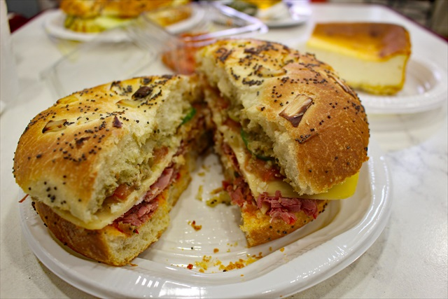 仔牛のパストラミのサンドイッチ
