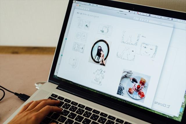 広告やミュージックビデオなど、クライアントがいる仕事は自分で絵コンテを作ってプレゼンすることも。「手描きのコンテをパソコンに取り込み、イメージ写真と組み合わせて、よりわかりやすく構成します」