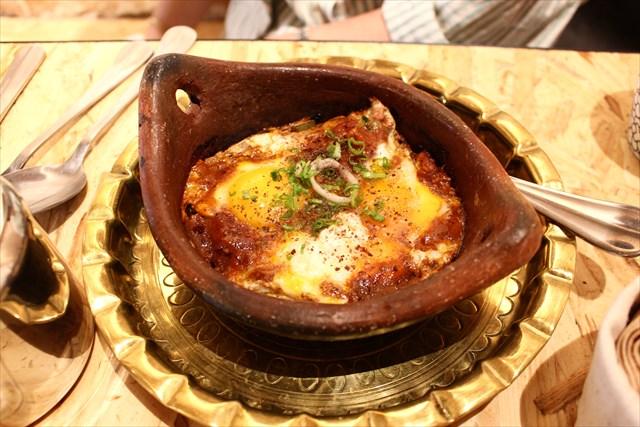 卵を厚手のお鍋に落として焼いた、こちらもメイン