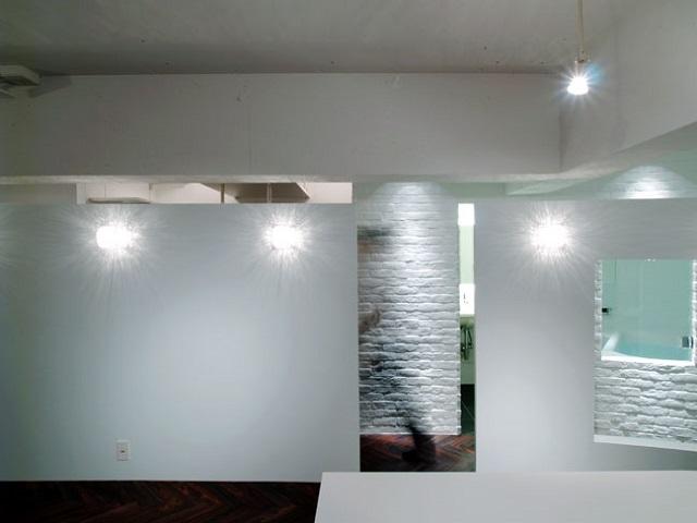 内側の壁と外側の壁を微妙にずらして見え隠れを作った
