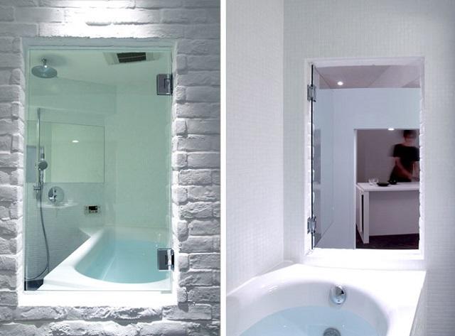 浴槽に入るとキッチンまで視線が抜け、開放感がある