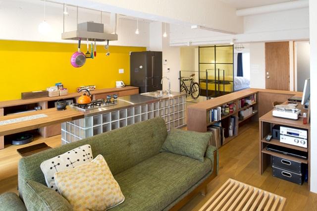 棚、机、キッチンなど家具の高さをすべて統一した