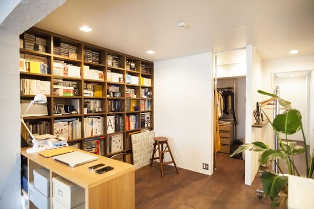 ものをうまく収納したことで、新たに書斎スペースができた