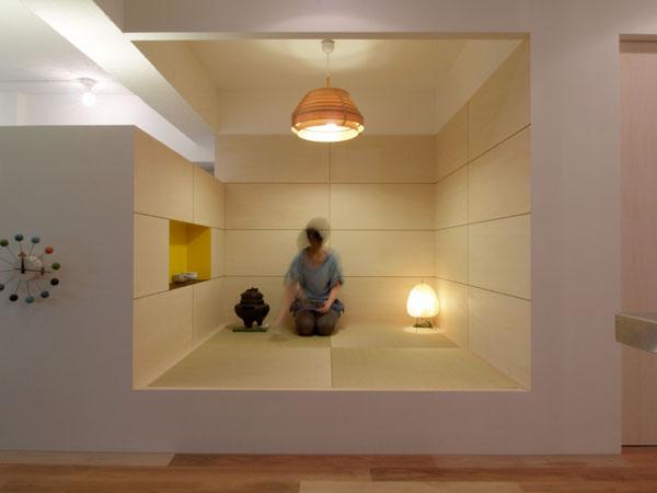 2畳の和室は、奥さまの茶室となっている。となりが寝室