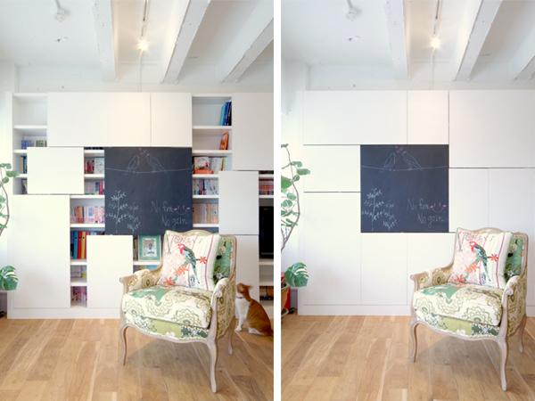 左右可動式扉をつけた本棚。気分によってレイアウトを変えられる