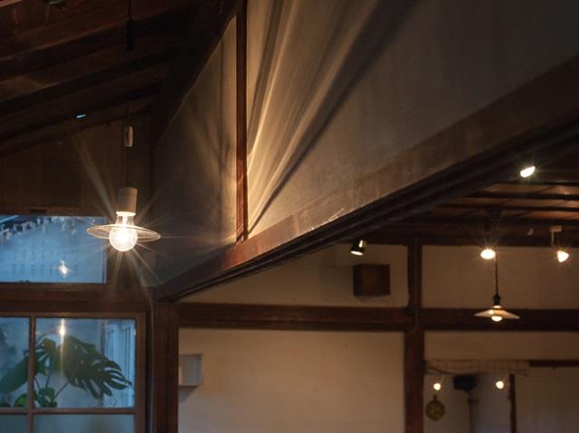 レトロな電灯は「coya」時代から引き継いだもの
