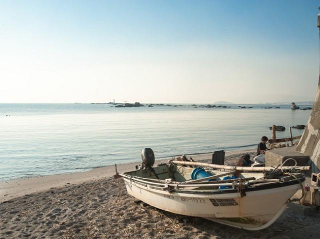 真名瀬(しんなせ)漁港付近の小さな浜辺